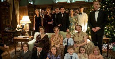 The Crown seizoen 4 groepsfoto bij kerst